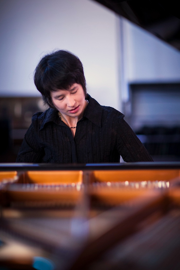 Kimiko performing
